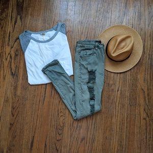American Bazi Jeans - ☀️3 for 30☀️ American Bazi Distressed Jeans